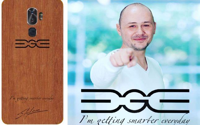Primul smartphone din lume cu carcasa si incarcator din lemn este fabricat in Romania