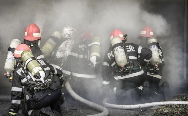 Un camion de 13 tone incarcat cu cherestea a luat foc in localitatea Praid